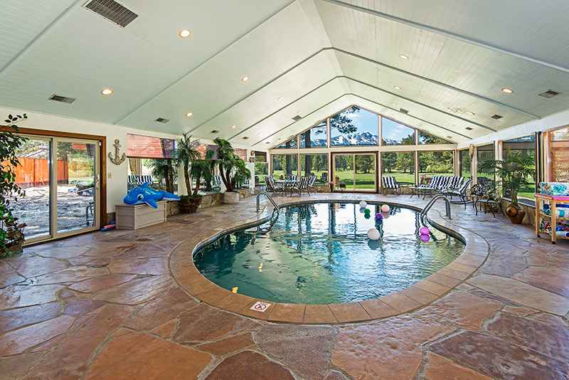 prop_2670_1463936238_7_bedroom_on_golf_course_w_indoor_pool.jpg