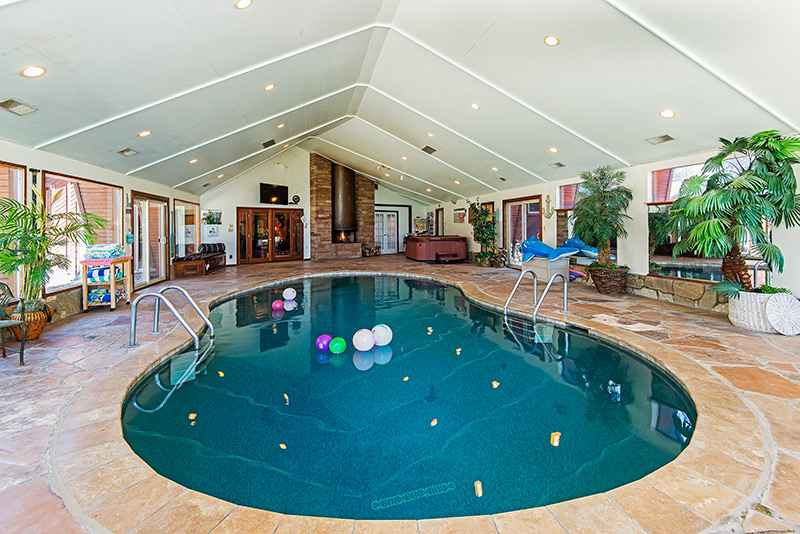 prop_2670_1463936255_7_bedroom_on_golf_course_w_indoor_pool.jpg