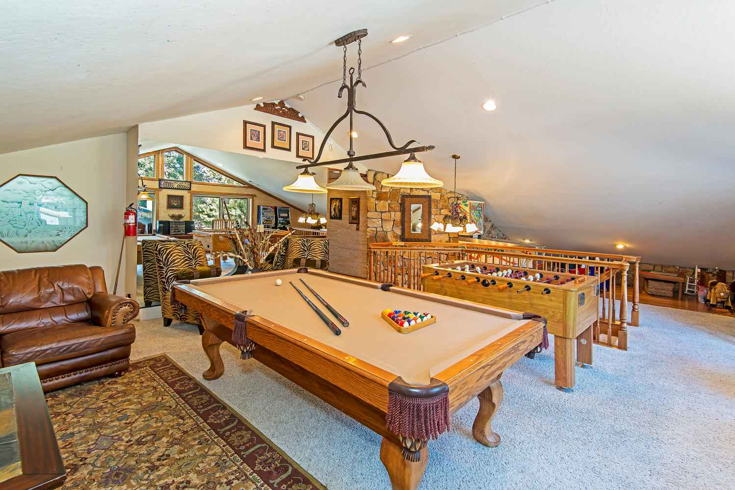 prop_2670_1551744449_7_bedroom_on_golf_course_w_indoor_pool.jpg
