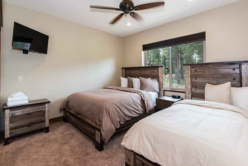 prop_3135_1435350872_8_bedroom_by_the_lake.jpg