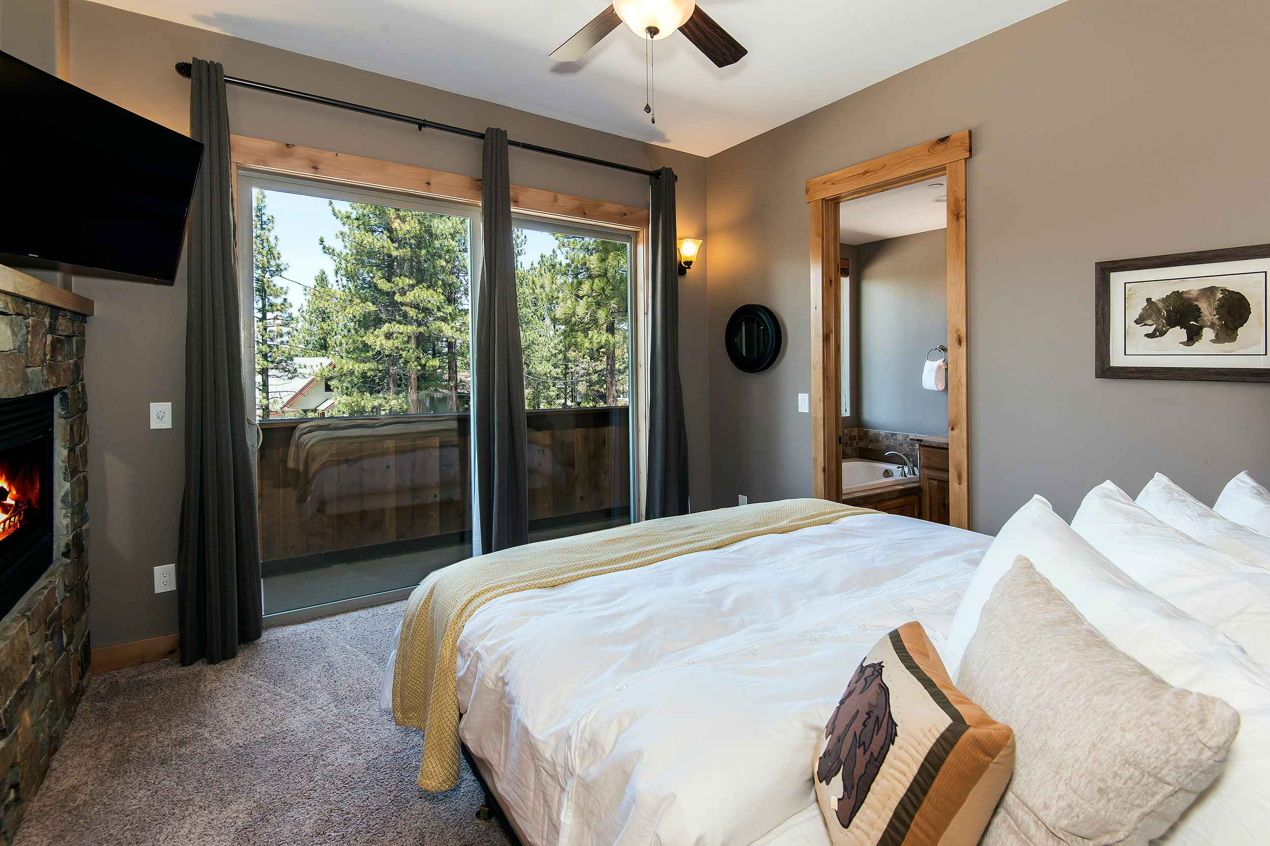prop_3752_1432919062_7_bedroom_lakeview_luxury.jpg