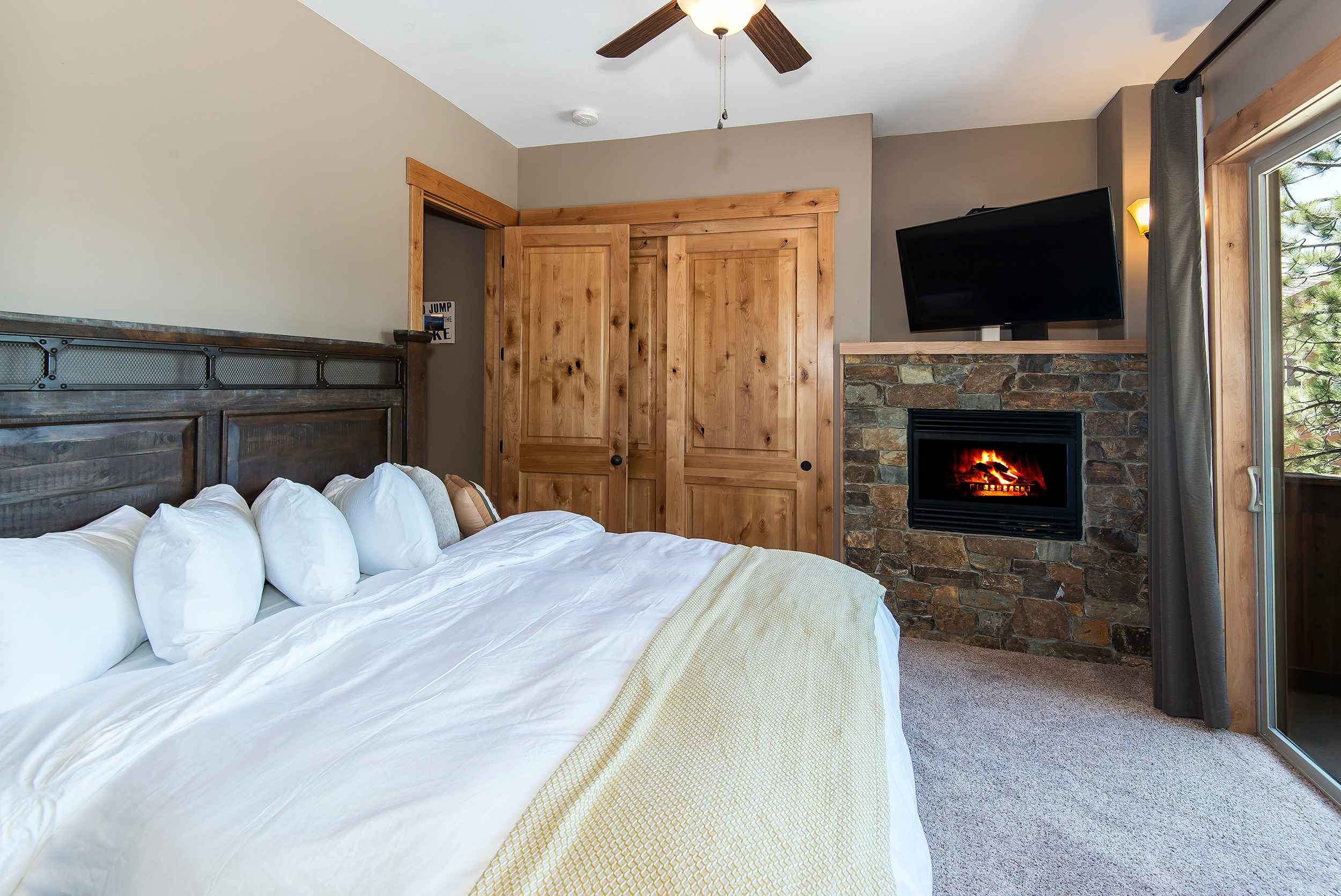 prop_3752_1432919078_7_bedroom_lakeview_luxury.jpg