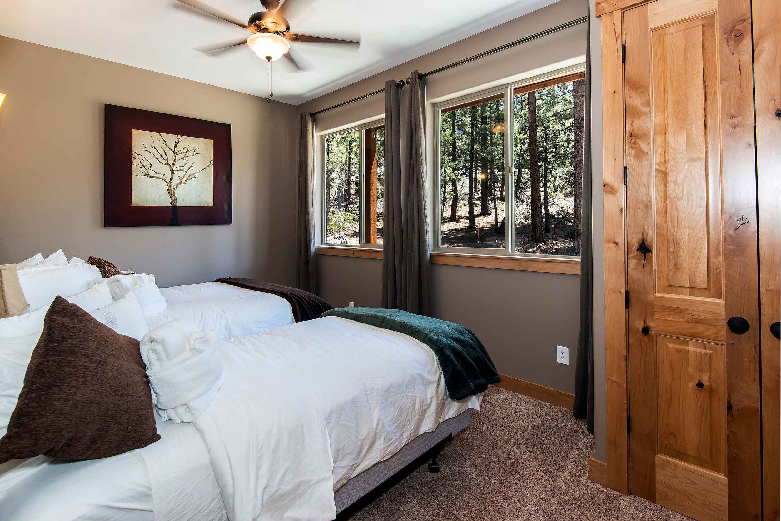 prop_3752_1432919095_7_bedroom_lakeview_luxury.jpg