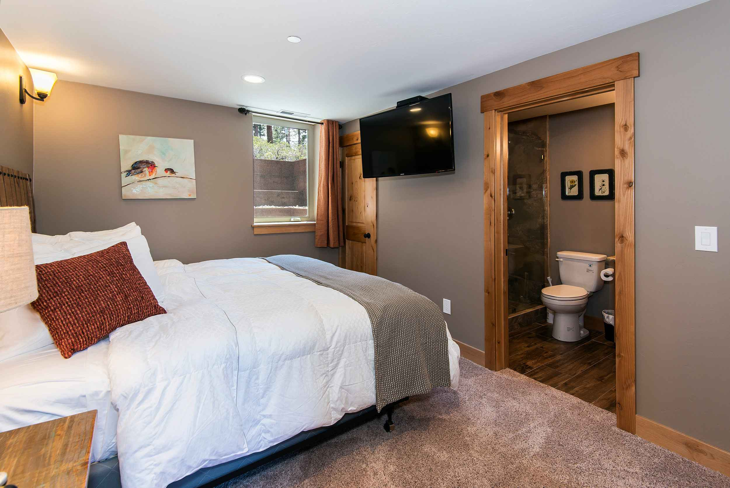 prop_3752_1432919468_7_bedroom_lakeview_luxury.jpg