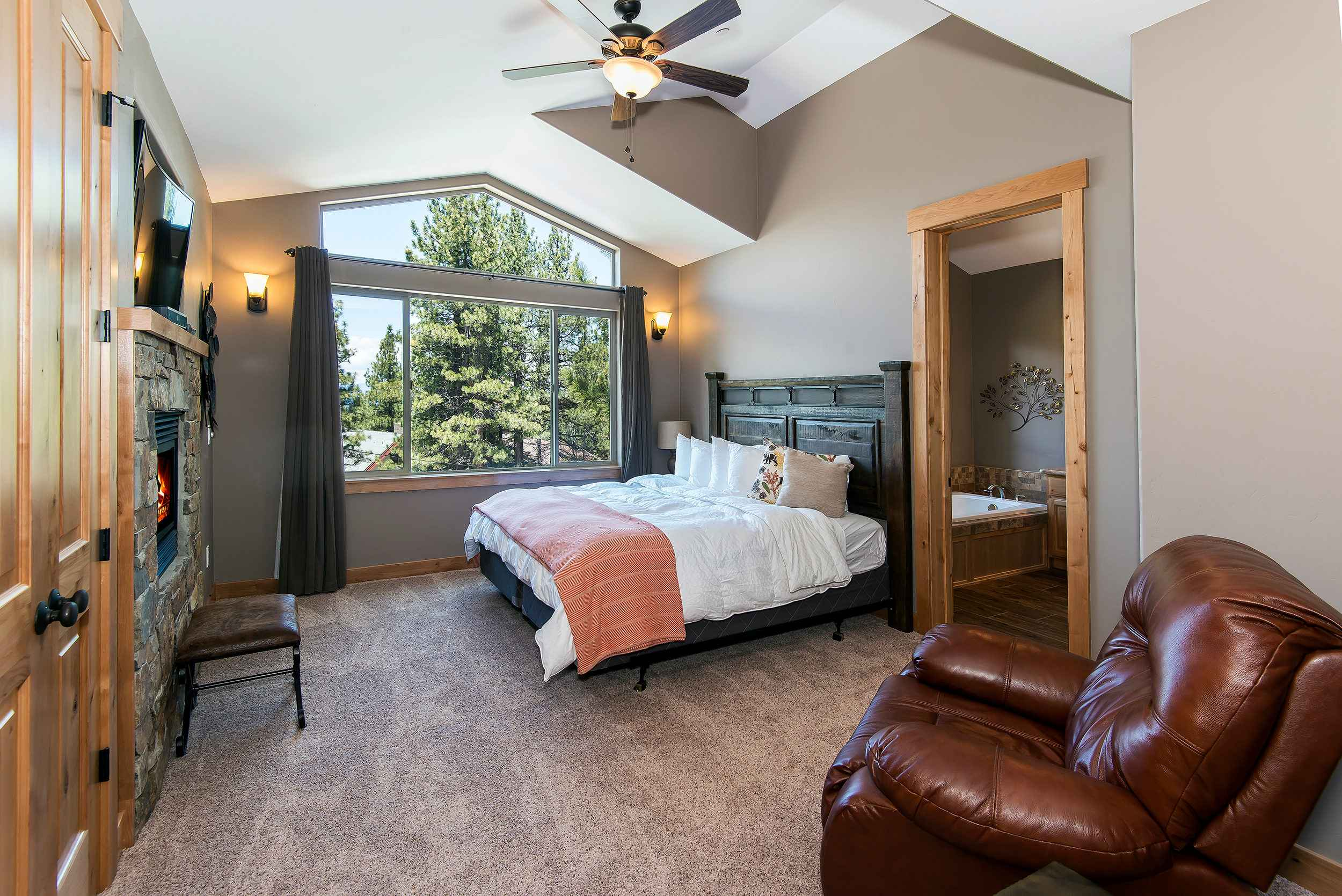 prop_3752_1432919925_7_bedroom_lakeview_luxury.jpg