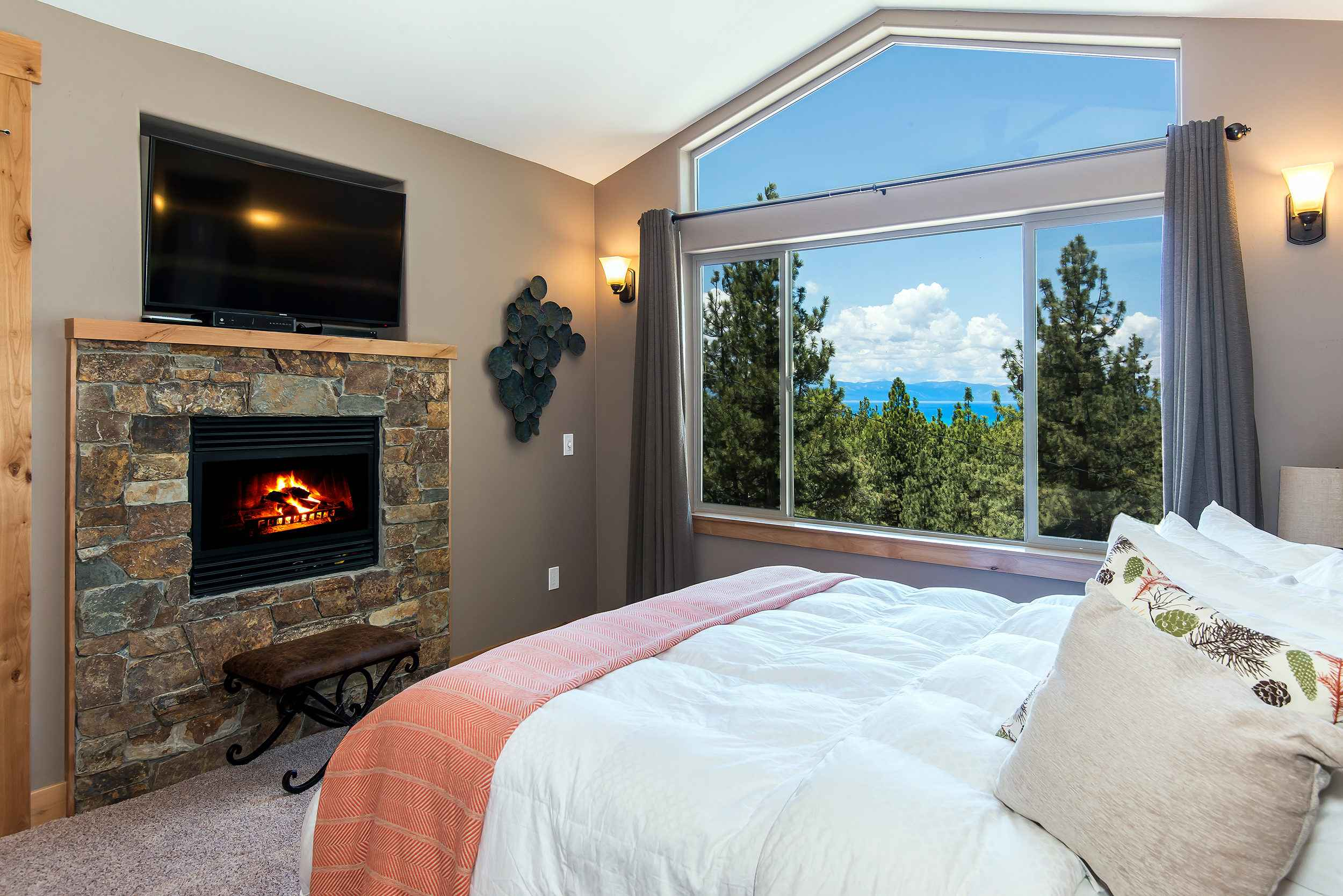 prop_3752_1432919941_7_bedroom_lakeview_luxury.jpg