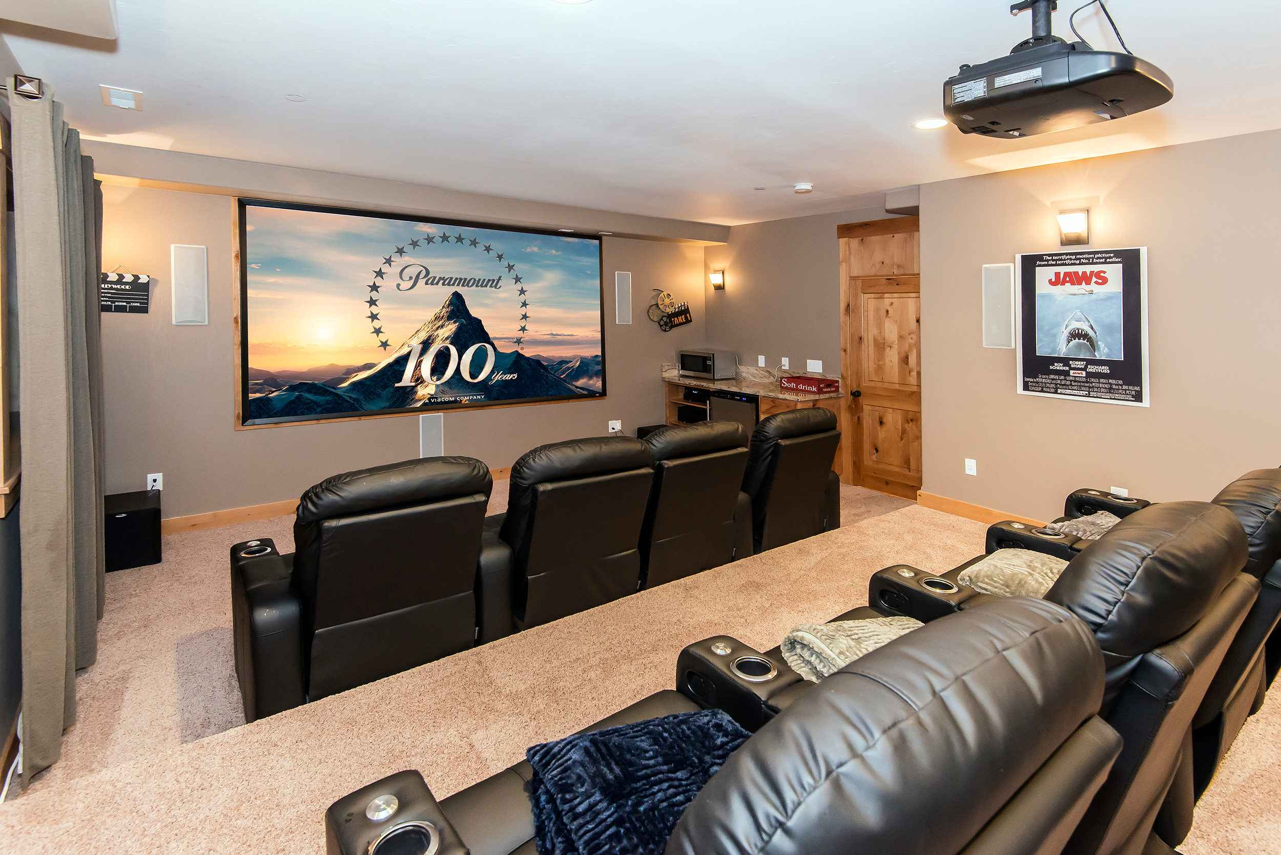 prop_3752_1432920196_7_bedroom_lakeview_luxury.jpg