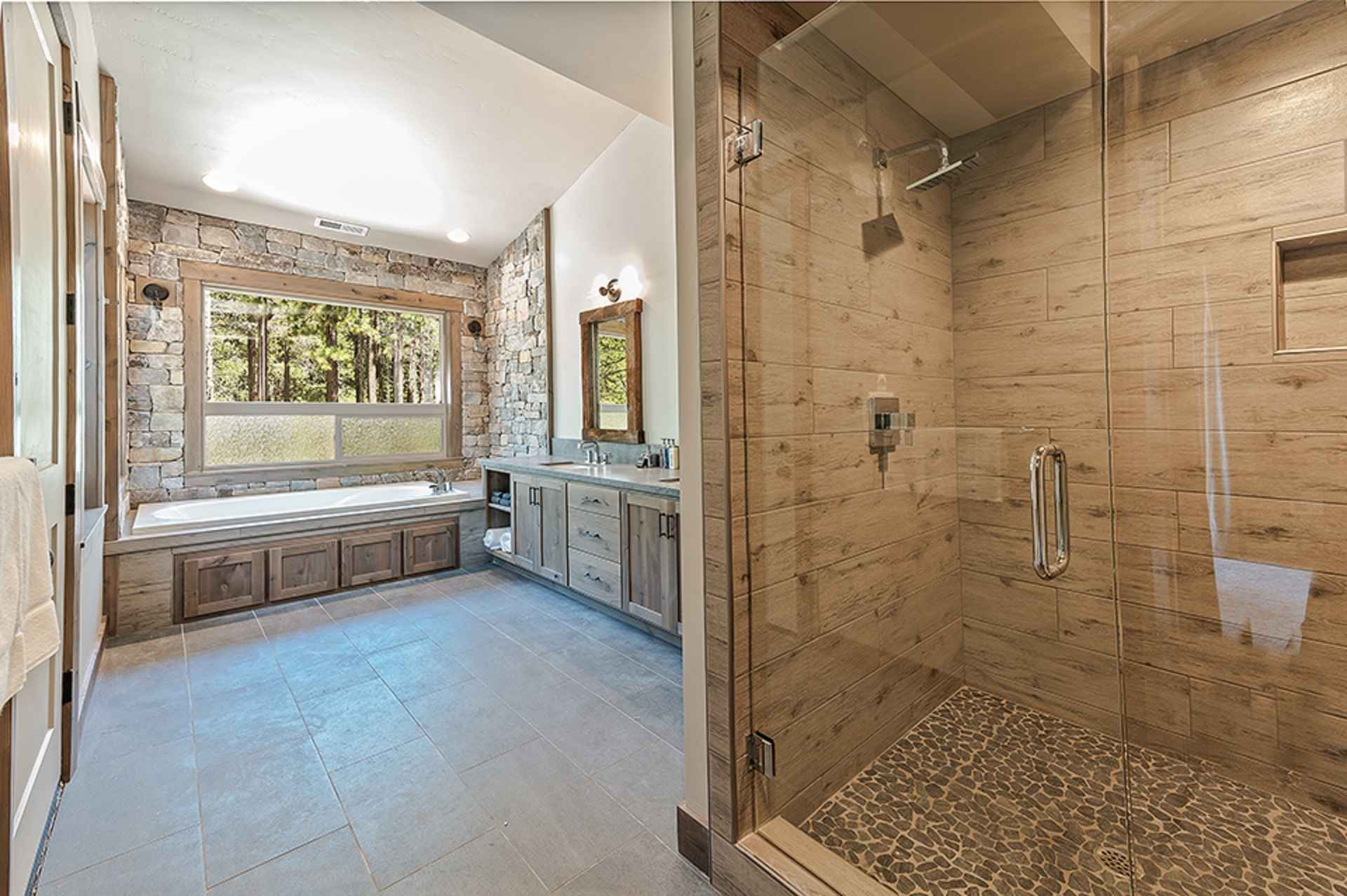 prop_3914_1564423852_13_bedroom_15_bathroom_mega_mansion.jpg