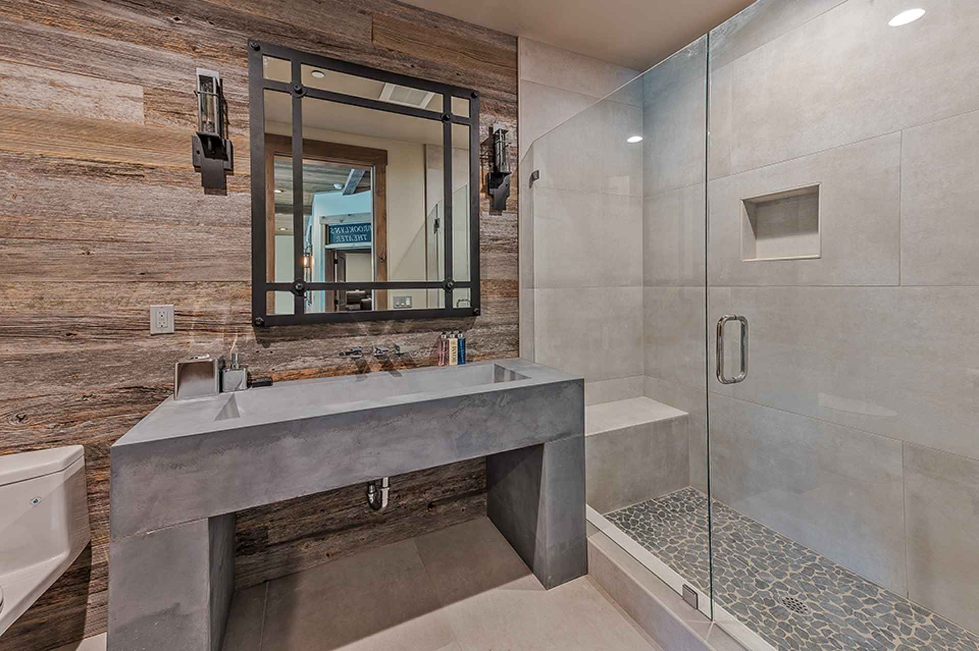 prop_3914_1564424083_13_bedroom_15_bathroom_mega_mansion.jpg