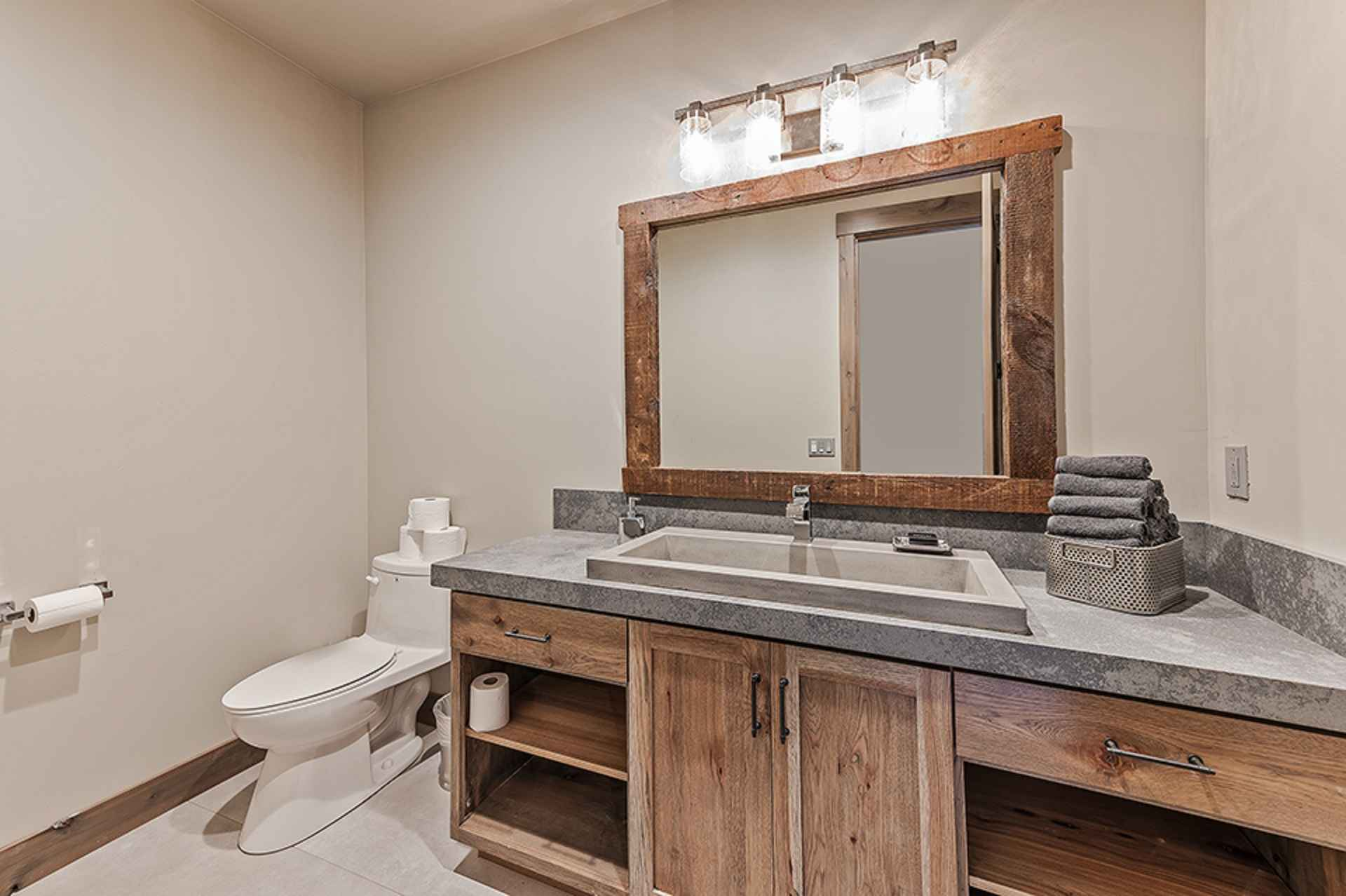 prop_3914_1564424479_13_bedroom_15_bathroom_mega_mansion.jpg