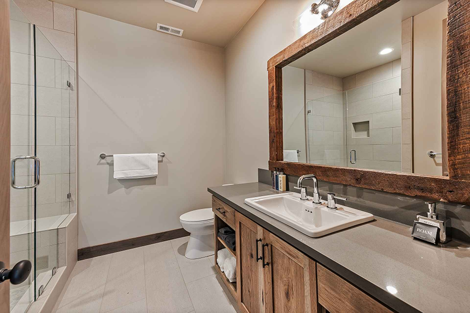 prop_3914_1564424878_13_bedroom_15_bathroom_mega_mansion.jpg