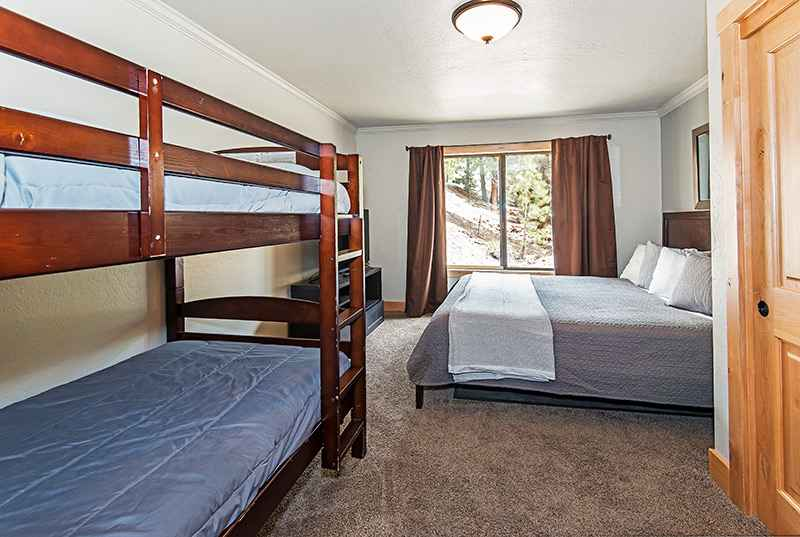 prop_661_1463677672_8_bedroom_estate_next_to_heavenly_with_indoor_pool_on_5_acres.jpg
